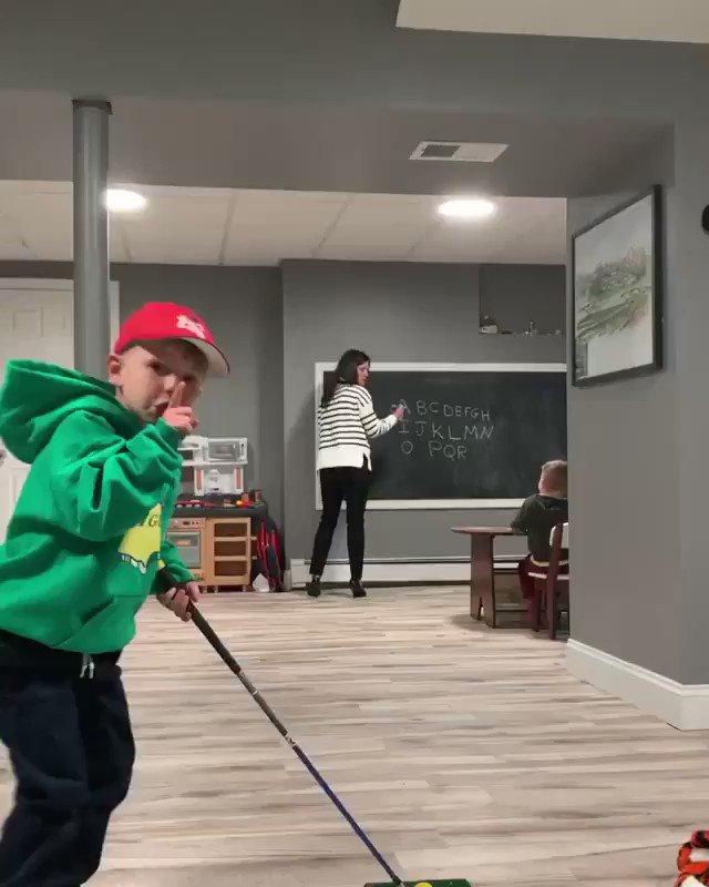 Homeschooling a golfer 😂 (Via cjc1562 Instagram)
