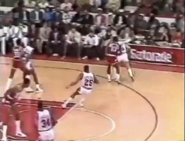 #TBF Former University of Houston Houston Cougar Men's Hoops Houston Rockets #PhiSlamaJama Akeem (Hakeem) Olajuwon  blocked Michael Jordan four times over the course of a single game. Not in my casa! #4verCoog #3rdWard #forthecity #GoCoogs #OneMissionpic.twitter.com/5o07bmuGMO