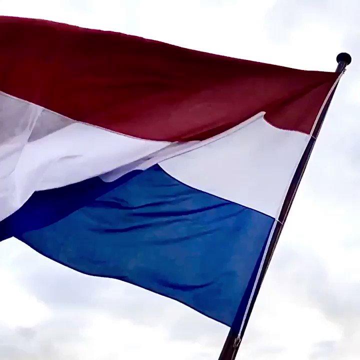 Vandaag op #koningsdag2020 wappert @OPVoornePutten fier en trots de vlag in de top. #BlijfThuis en zing het #Wilhelmus2020 als ode aan onze koning en ieder die een #lintjesregen verdiend!