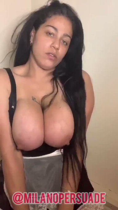 Burry your face in these #tittietuesday #bigboobs #greeneyes https://t.co/Utvb1tAhIs