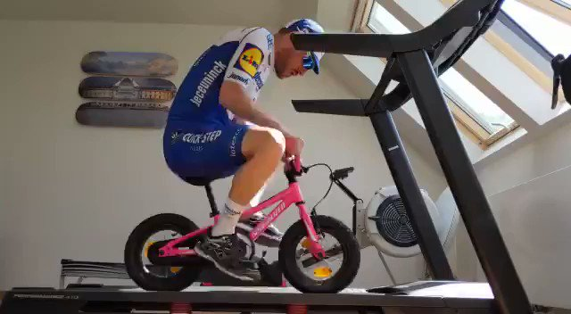 That's one way to mix up training indoors!  *don't try this at home 😂*  🎥 @3sdevenyns https://t.co/SVCLgt7wjm
