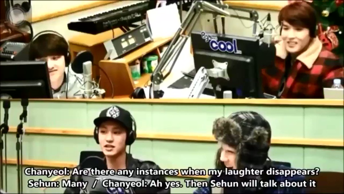 look at how kyungsoo talked about chanyeol being serious while making music, seems like he was so impressed by his talents playing so many music instruments, the way his eyes went round explaining and the drums sound he made tho cute  pic.twitter.com/snpZ2K1R0N