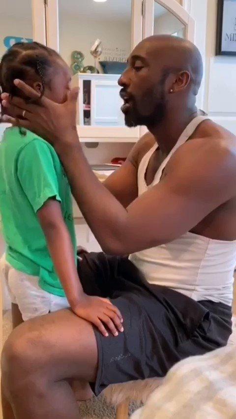 𝕬𝖇𝖊𝖓𝖆 𝕬𝖒𝖆𝖓 - La petite fille voulait des cheveux lisses comme ses amies, regardez la réaction du père 🥺