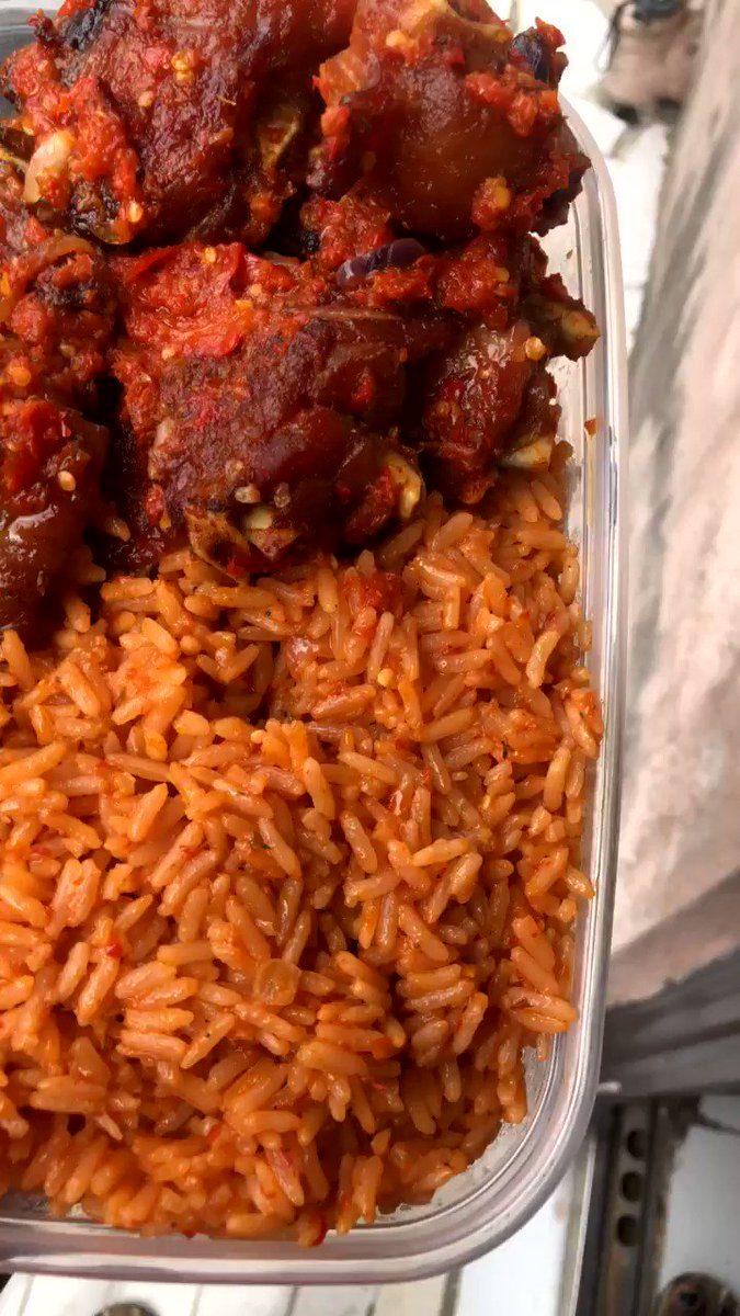 Today's Smokey party Jollof rice 🍚 was delicious then the last one ☺️it can only can better... Send in your orders now and enjoy your every bite 😉 We deliver anywhere in Lagos Kindly RT my hustle