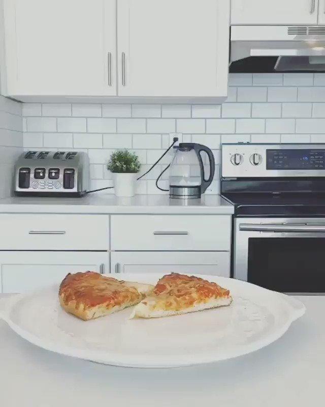 One slice for me please, for all the effort! 🍕😋 (via animalsdoingthings/IG)