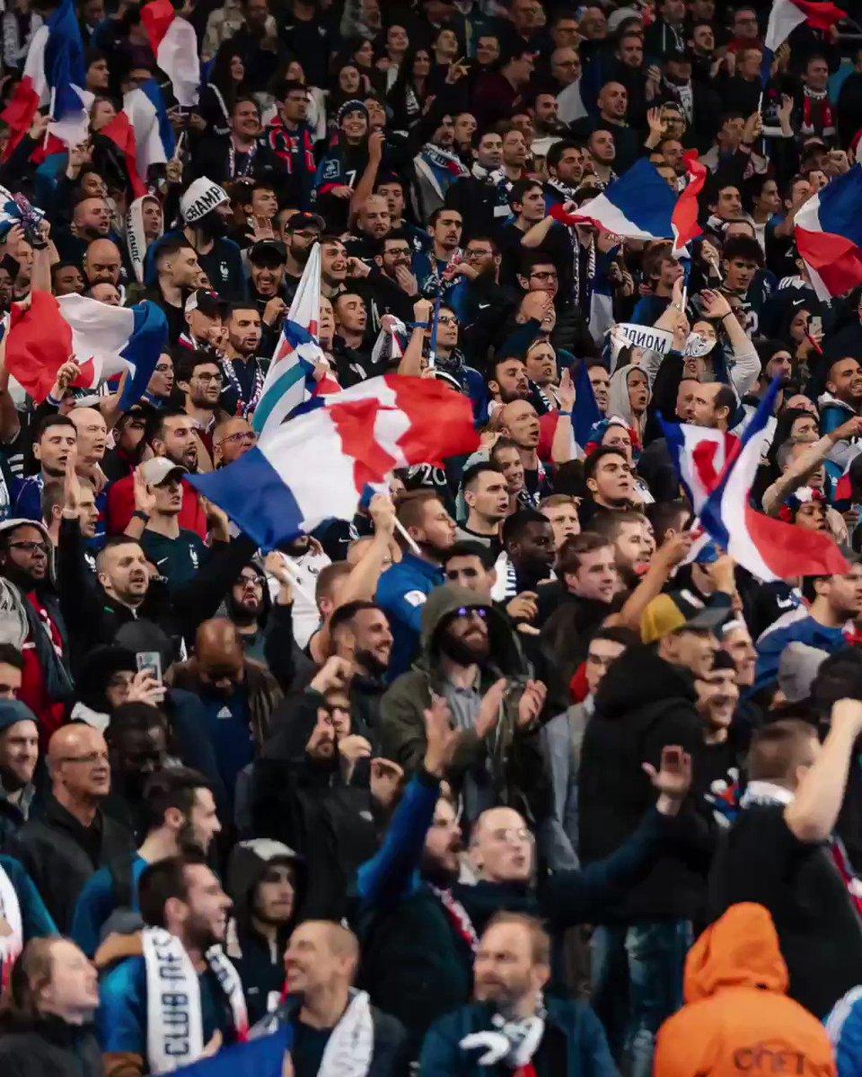 Toujours dans les tribunes 😉 #MouillezleMaillot #FiersdetreBleus twitter.com/vw_france/stat…