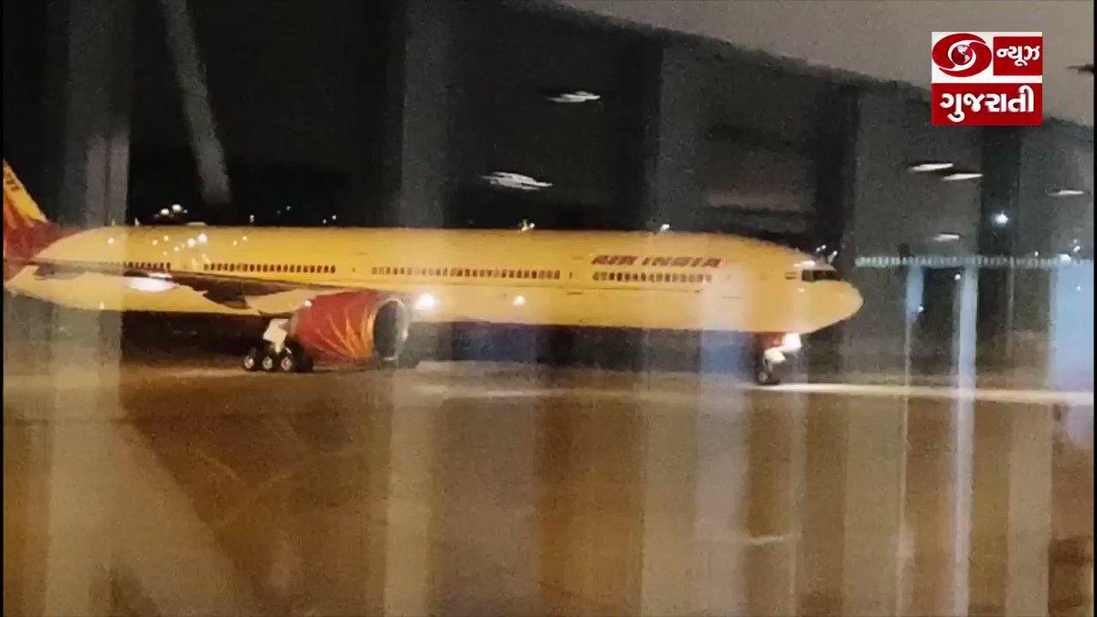 #IndiaFightsCorona #VandeBharatMission : लंदन में फंसे 323 भारतीयों को अहमदाबाद लाया विशेष विमान, अहमदाबाद लौटने पर एयरपोर्ट पर बरती गई एहतियात...घरवापसी से खुश लोगो ने भारत सरकार को दिया धन्यवाद। #Gujarat #Ahmedabad #MissionVandeBharat @AAI_Official @aairedwr @HardeepSPuri