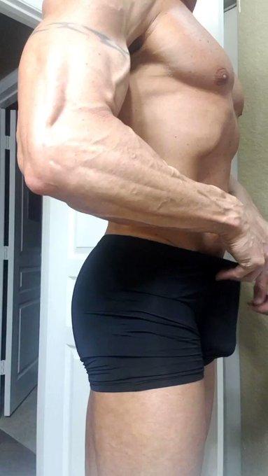 Good night!  #musclebutt #muscleass #bubblebutt #thongtanline #tanline https://t.co/LQimT9fai5