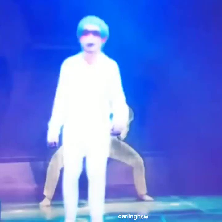 since @NewWorld_VICTON doesn't wanna give us tiktok dance challenges like renegade and savage i took it upon myself to create it,,, sorry alices you had to see this   #sejun #river #tiktok #renegade #he's blindfolded those are not shadespic.twitter.com/5msG4WLe4j