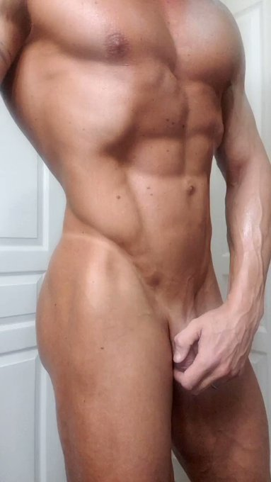Good morning!  Just shaved... getting ready for a little photoshoot this morning #shaved #tanned https://t