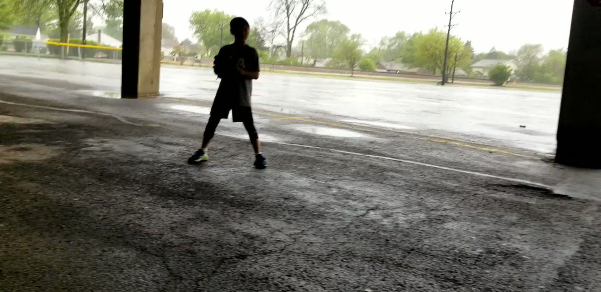 Parking lot throwing session  #expectgreatness #rolltier #HDMH #sandlottotheshow #toptier12uamericans #usabaseball @TopTierBaseball @MidwestNTIS @fastballusa @PBRIllinois @troskybaseball @MLBNetwork @FLBaseballRanch @txbaseballranch @bigleagueedge