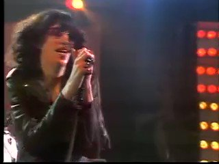 Missing the great Joey Ramone on what would have been his 69th birthday.   May 19, 1951 - April 15, 2001  Ramones  Blitzkrieg Bop https://t.co/8IAX1jIAL5 https://t.co/e1dmleuySp