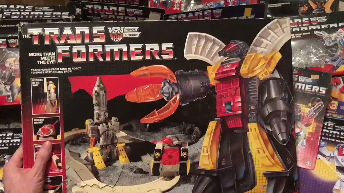 Since I Filmed Megatron It's Only Fair I Showcase an Autobot.  So Here's Omega Supreme.   @transformers @TransformersWar @Hasbro #Transformers #OmegaSupreme #Autobots #Autobot #G1 #RobotsInDisguise #Robots #Robot #Hasbro #Toys #Toy #OldSchool #Classic #1980s #80s #80sThen80sNow pic.twitter.com/1sagVmiXbk