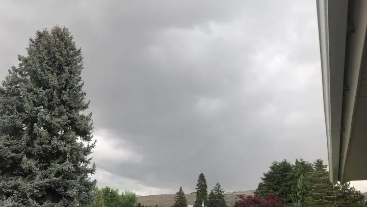 Who doesn't enjoy a nice spring thunderstorm!?! I've been outside watching this go for a while now! My favorite!  @KIRO7Seattle  #kiro7seattle #seattle #wenatchee #thunderstormpic.twitter.com/Ier0wqagJr