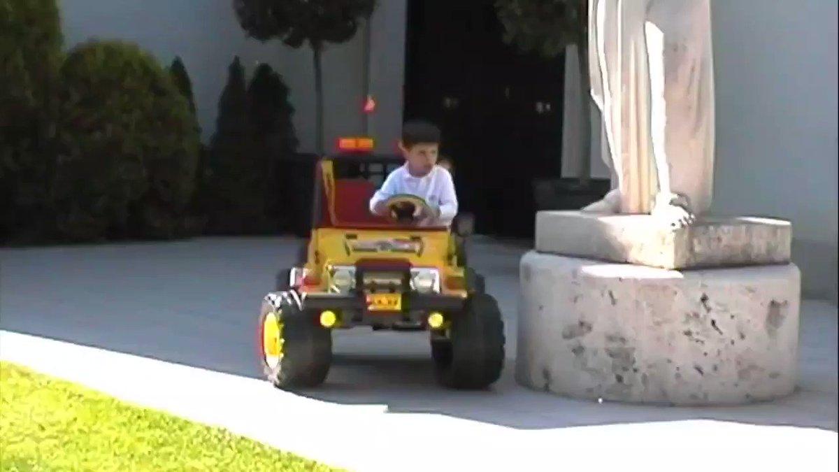 💥Todo tiene un principio!!  Este niño era @Carlossainz55 el 7 de Mayo de 1998. A partir del próximo año será miembro de la @ScuderiaFerrari, sin duda el sueño de todo piloto de fórmula 1.  Como dice su padre @CSainz_oficial nunca dejéis de soñar. 💪💪 https://t.co/wbjPOvZ5aI