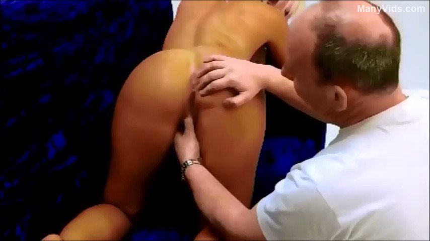 Another vid sold! on photoshoot when i was younger https://t.co/cEtRMk4rdu #MVSales https://t.co/9vYVZOEzSn