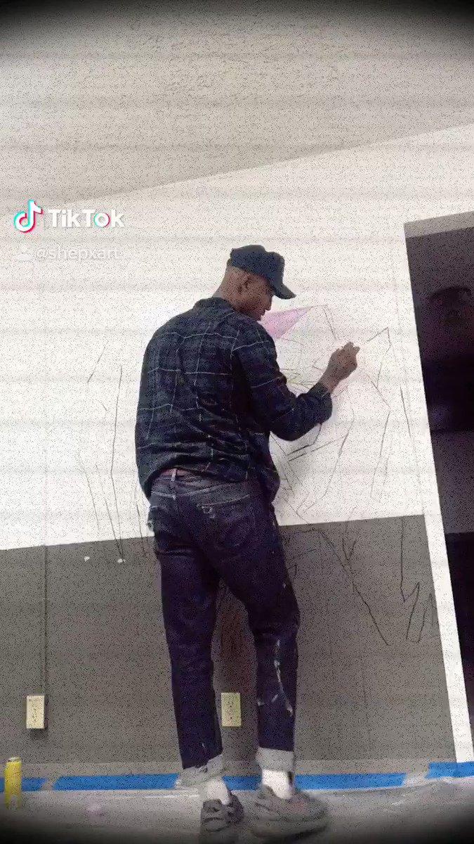 Can y'all see who it is   #art #artist #mural #california #tiktokpic.twitter.com/Zzcwbt5iXP