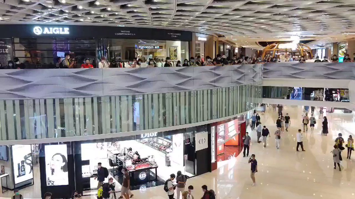 """The chanting has begun early, an older voice calls out """" 5 Demands!"""" and the crowd roars back """"Not One Less!"""". Chanting ongoing with only a brief pause in the middle as the crowd sang #GloryToHongKong pic.twitter.com/v3vAbYyXbG"""