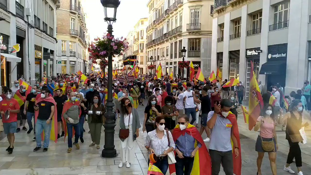 Hundreds of Vox, PP and C's supporters have held a rally in Malaga (#Spain) today. Where is social distance?  pic.twitter.com/QzkMDCNlE4