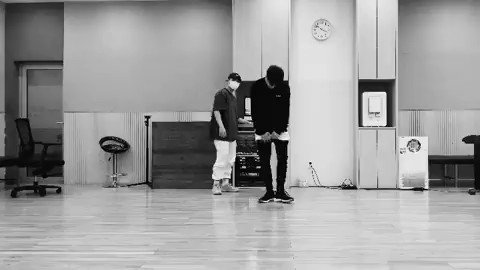 """Yunhyeong IG  """" Dance practice for Radio Star. Because I felt so bad about it so here I am uploading the dance practice video. Thank you DOW""""  #아이콘 #iKON #송윤형 #Yunhyeong #SONG @sssong6823 @YG_iKONICpic.twitter.com/MGGYevHAEc"""