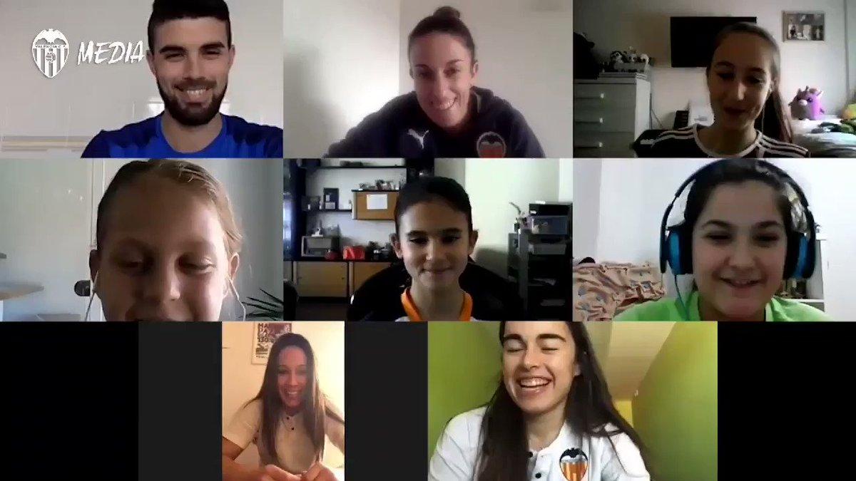 🦇 El @VCF_Femenino habla con el futuro del fútbol femenino valenciano ⚽  ⚙ @paula7gs y 🔟 @maripaz_vilas comparten vivencias y experiencias con cuatro pequeñas grandes futbolistas 👧🏽  📽 ¡No te pierdas el vídeo completo!  ➡️ https://t.co/kOdmFf4pg2  #AmuntVCFfem 🖤 https://t.co/vQbYiQz44d