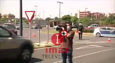 La policía contra los sanitarios que nos salvan para defender a los fachas de VOX que nos contagian.   https://t.co/Qztr84ALT1
