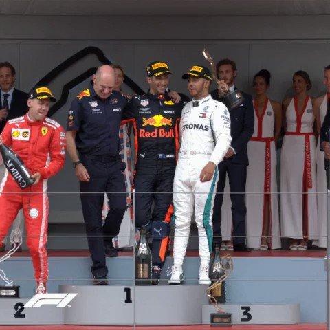 """@F1 """"Vettel jump the start there"""" #F1Rewind #F1 https://t.co/677jNsI0xS"""