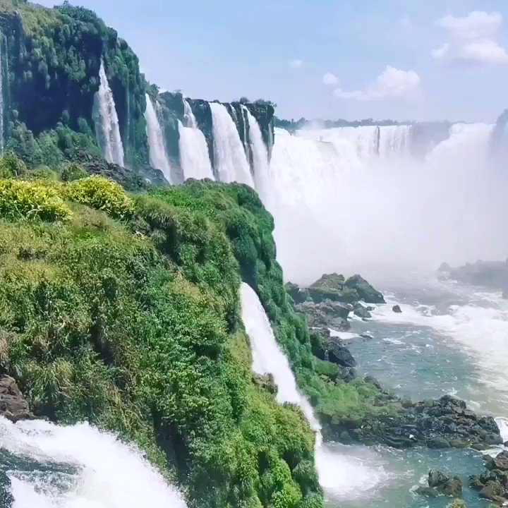 How incredible is this?  Iguazú Falls connecting you to South America via Argentina, Brasil and Paraguay  Follow us for more inspirational travel posts       #Travel #travelblogger #Brazil #argentina #iguazu #video #water #Like #follow #vacation #Waterpic.twitter.com/aeCzbvBJA0