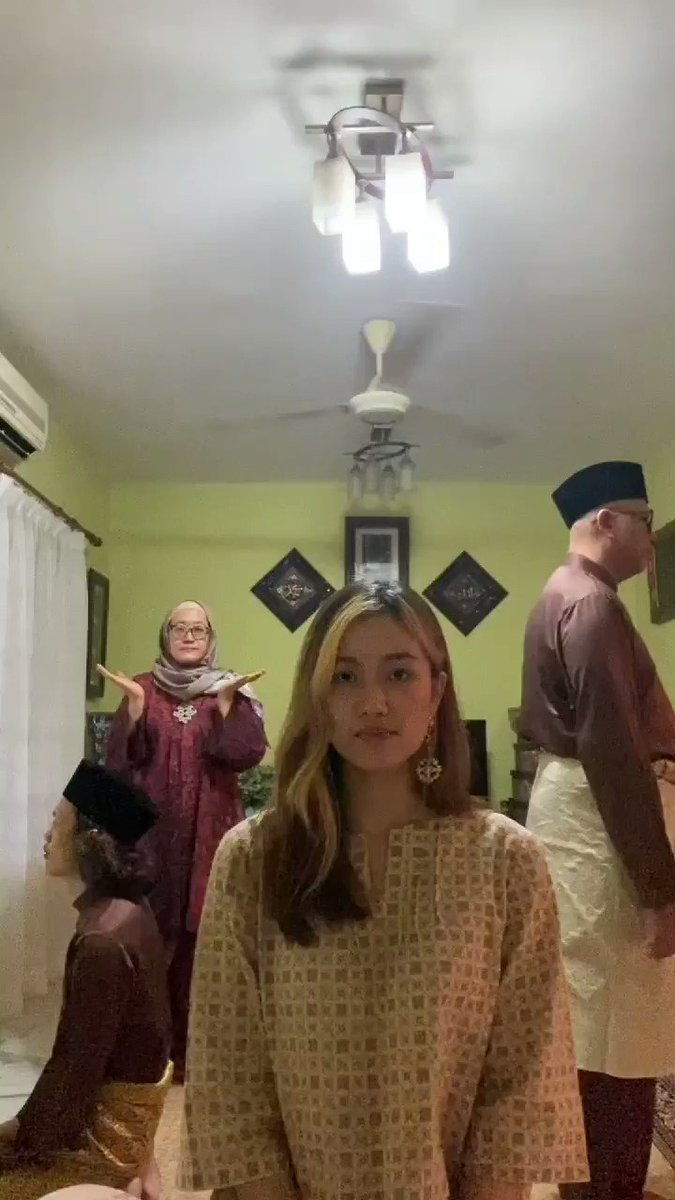 Salam Aidilfitri from my family to yours! 🖤🖤🖤