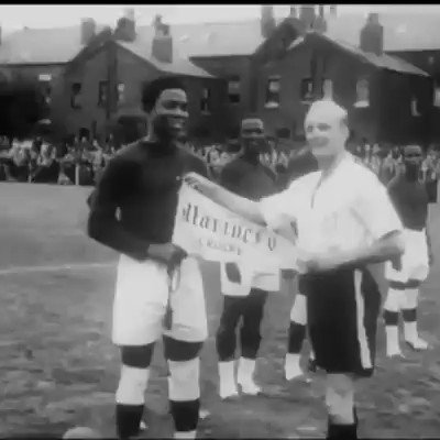 This was 1949. A Nigeria football team went on a tour of England. They played barefoot. They won this match 5-2. You can read the full story here: horebinternational.com/the-story-of-t…