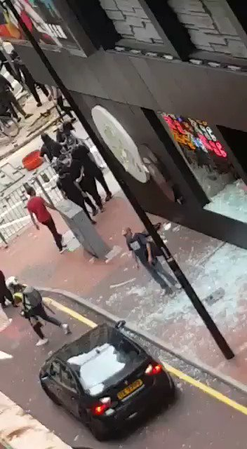 Criminal damage in #riots by #HongKongProtesters in Causeway Bay pic.twitter.com/dlHNS4NVtp