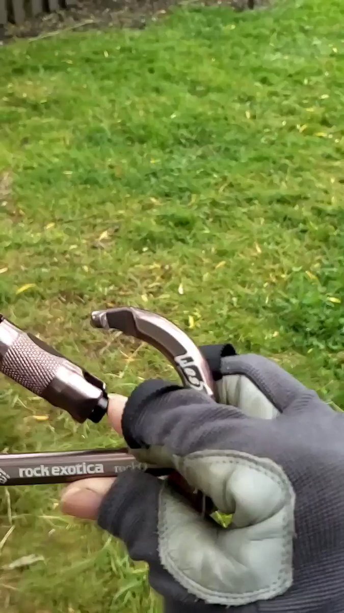 Finally captured this #slowmotion video of a carabiner closing. #arboristpic.twitter.com/3mGcgjeX30