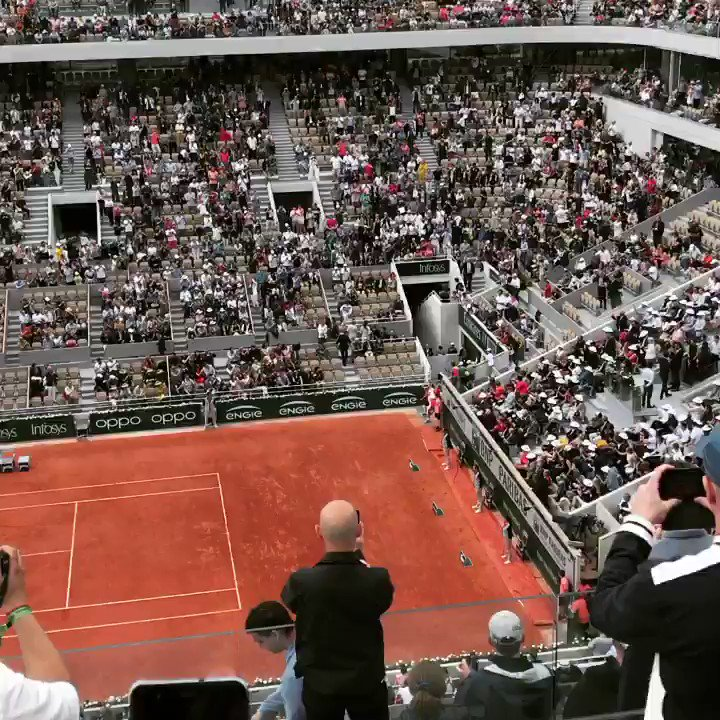 When #rogerfederer walks onto the Philip Chatrier Court, goosebumps are what you remember. #rolandgarros2019 #rolandgarros I miss #tennis. #claycourt beauty #philipchatrier for the last time without a roof. Would have been in #paris right now.pic.twitter.com/QGYwp15lgY