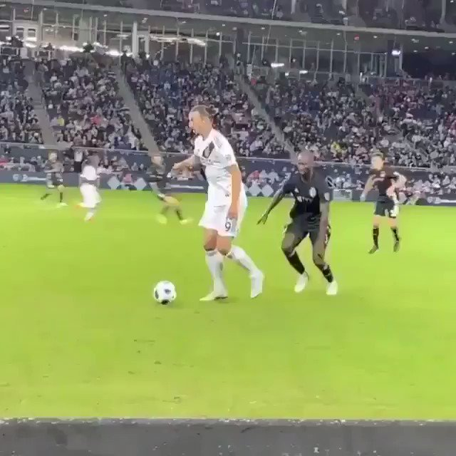 Clases de #Fútbol by #zlatan...  #ILoveFútbLpic.twitter.com/oBZ0lzxIez