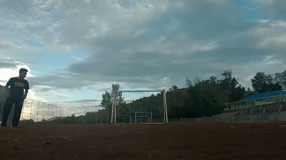 My first tdr swing+cork  . . . #tricking #trickingstyle #hooked #freerunning #hypertwist #indotricking #trickingbattle #slowmotion #cork #tdr #swingpic.twitter.com/SjpI816C0h
