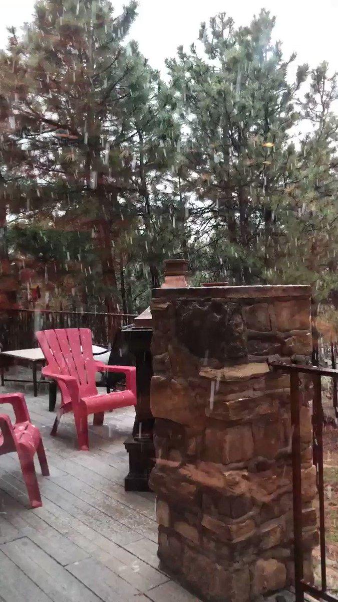#Colorado from sunshine to snow today  #WritingCommunity #snow pic.twitter.com/CvmkQiKFgX
