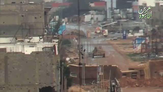 もう4年位前の映像らしいんですが対戦車ミサイルで撃破されるリビアのT-55💥これまた簡単に砲塔が…🔥