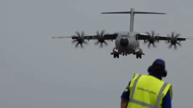 The very first time Airbus showcased its first Military Transport Aircraft in an airshow. That's an Airbus A400M landing at Fanborough Airshow. @AirbusDefence @Airbus  Video : Abhishek Singh  #a400m #airbus #airbuslovers #airbusmilitary #aviation #airforce #militaryaviationpic.twitter.com/yBERV57xZc