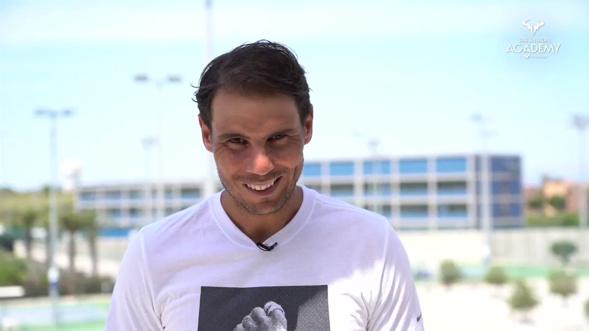 ¡El 🎥 que todos esperábamos! 😍  💥 @RafaelNadal vuelve a jugar al tenis en las pistas de la #RafaNadalAcademyByMovistar‼️   ¡A nosotros nos hacía MUCHA ilusión verle de nuevo! ¿Y a ti? https://t.co/6sZJcqS7Wo