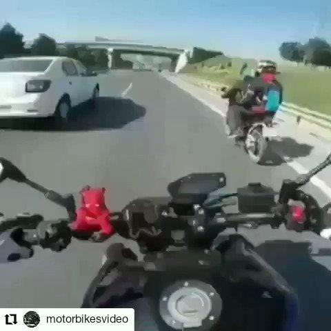 Que nossa semana seja alegre. Igual a estes motociclistas. #motociclistafeliz   #PREVENÇÃO! pic.twitter.com/sLfjWiD4uV