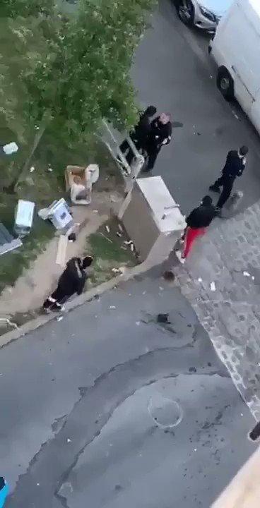 Ils ont l'air d'être vachement effrayé, les gars à St Denis ... Cc @Camelia_Jordana #SoutienAuxPoliciers