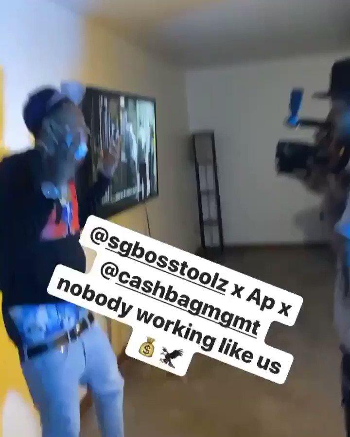 That shit on the floor  #Videoshoot  pic.twitter.com/shB7OtKe4N