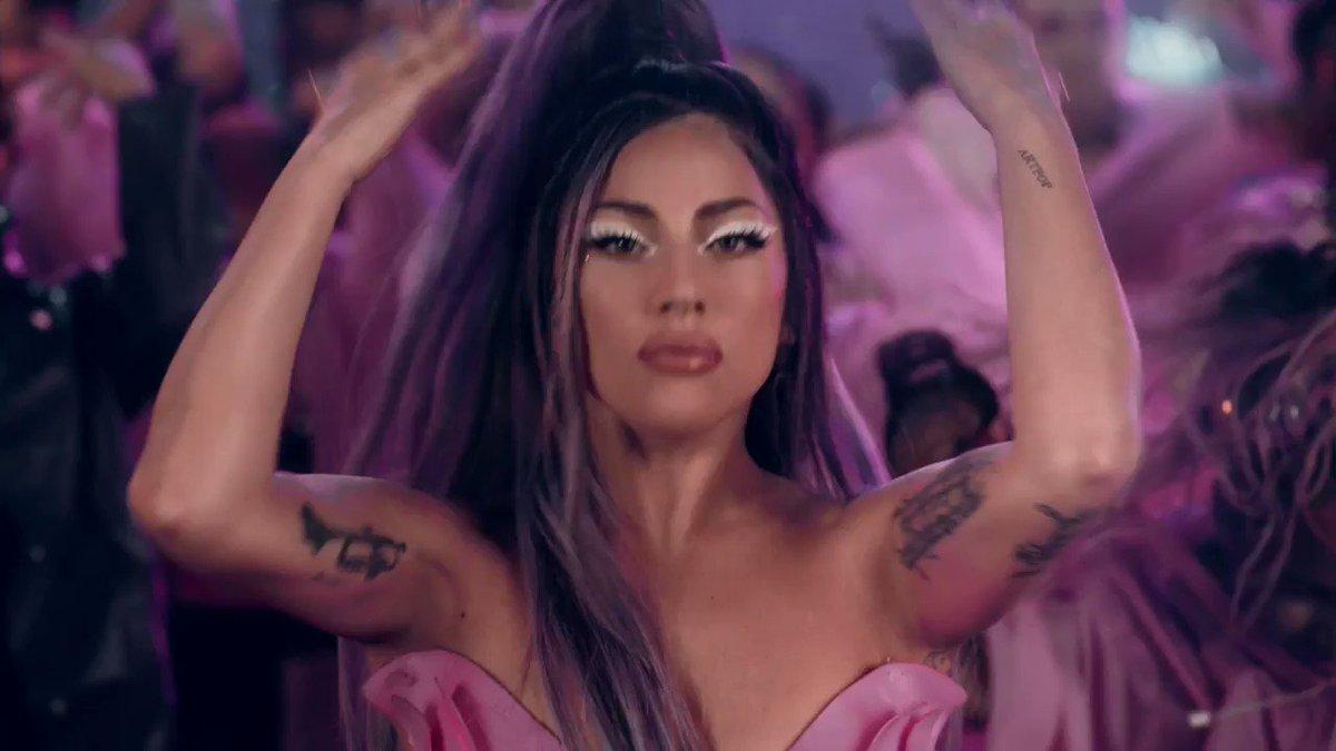 """HINO! """"Rain on Me"""", de Lady Gaga em parceria com Ariana Grande, ultrapassou a marca de 600 MILHÕES de streams no Spotify ⛈ https://t.co/GpNlHKciEn"""