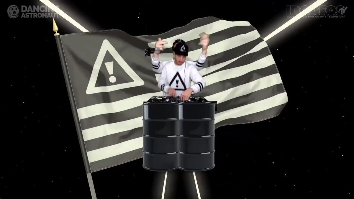 Middle fingers up because we don't give a fuck or shit!! @FLOSSTRADAMUS #IDGAFOSWeekend