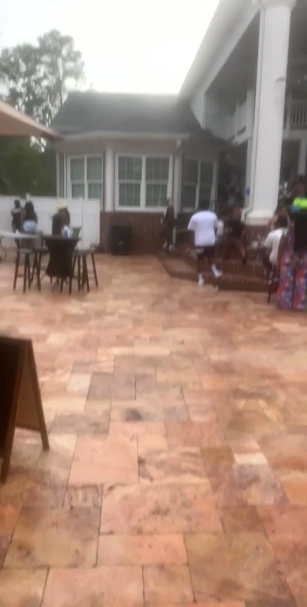 While everyone was throwing money i made $3500... #PoolParty pic.twitter.com/f2jlUqyfkf