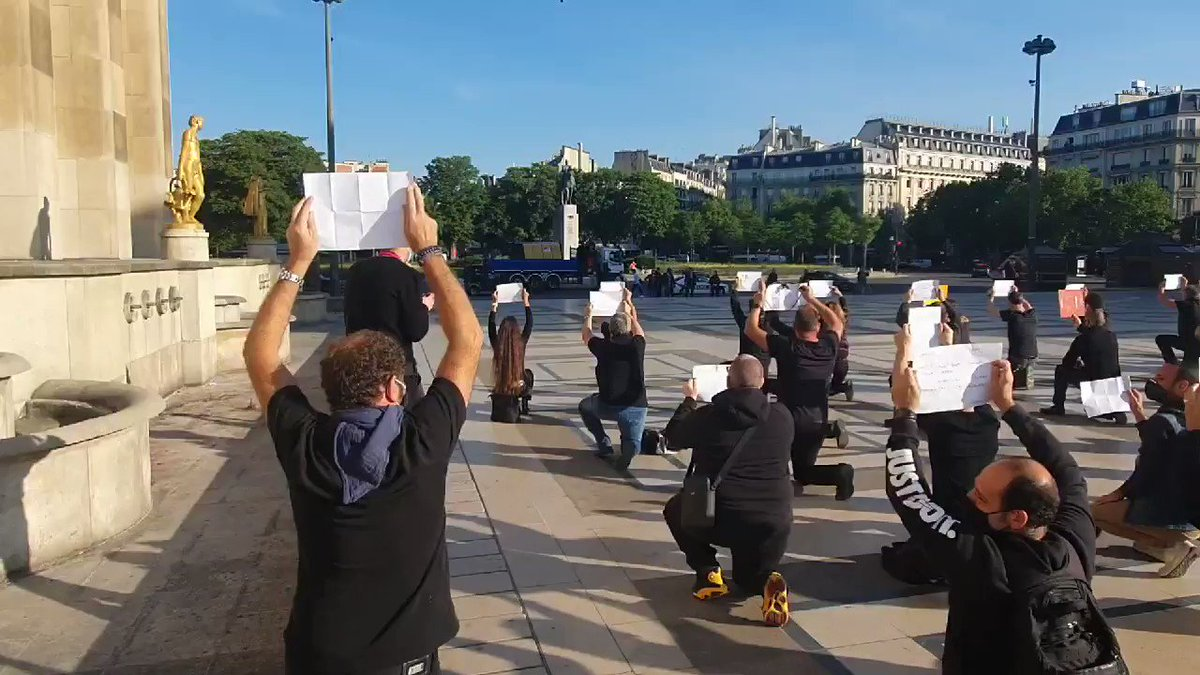 Mainstream media will never show you this video.  'protest of 200 kneeling catering workers in #Paris (France)'  pic.twitter.com/AAO8N8wcoN