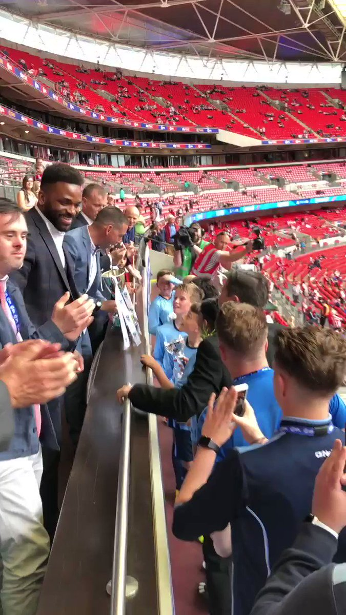 One year ago today #cafc were back at #Wembley to play #Sunderland in a #PlayOff Final...what an incredible day. I was honoured to represent #CACT along with #Upbeat star William as guests of @EFLTrust & join ex #cafc star @DarrenBent to present the pre-match school's cup trophy