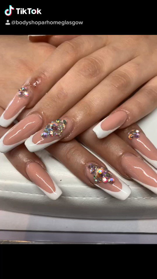 Just enjoy #frenchgel#glasgow #lovenails #lovenude#nails#diamonts#glasgownails#nailsalon #beautysalonpic.twitter.com/PQsmBqCjBT