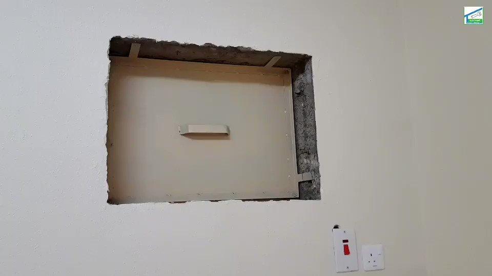 الصيانة المنزلية Twitterren اذا حبيت تقفل فتحة مكيف الشباك بديكور بدون عمل صاج الحماية يمكن عمل هذه الطريقة وهي تنفع للادوار العلوية لا تستخدمها في الدور الارضي لانها عرضة