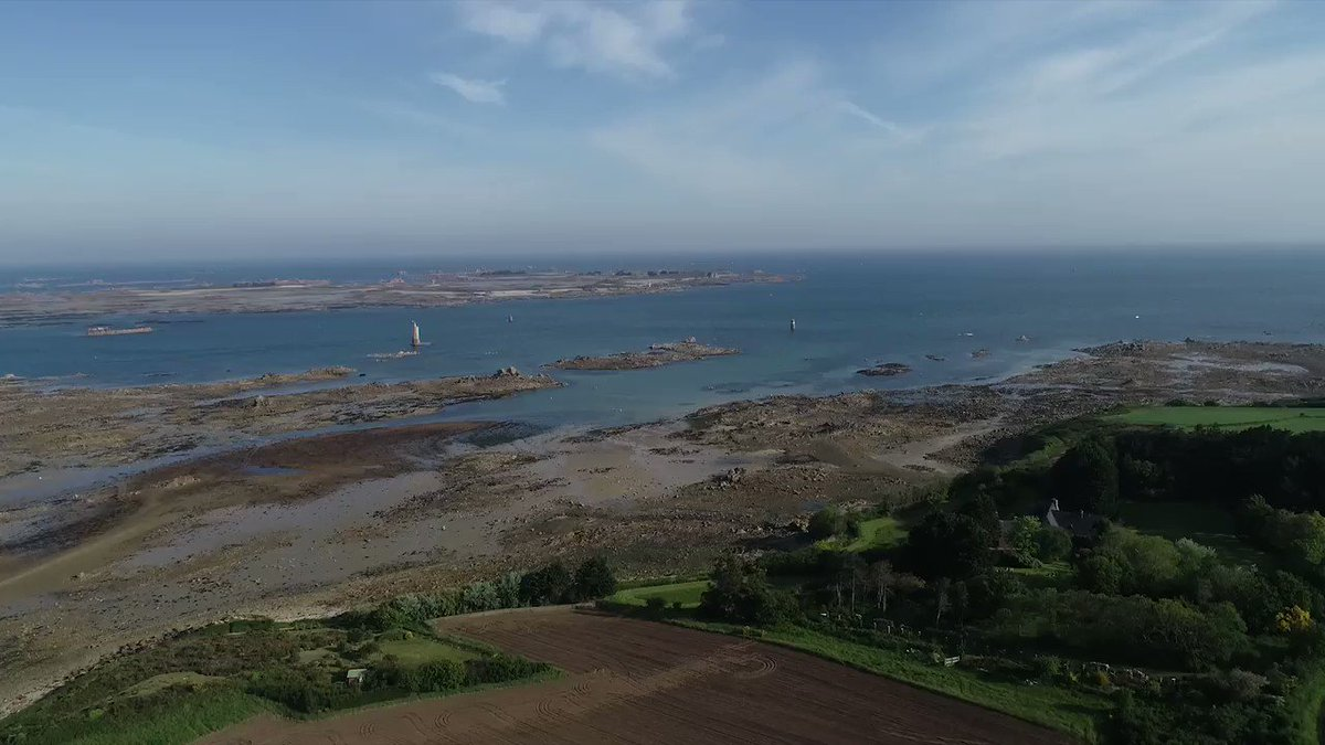 Image for the Tweet beginning: Alors qu'en #Bretagne, les #agriculteurs